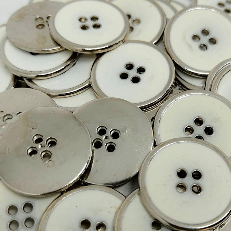 """Botão Metal - Meio Branco - Prata - 4 furos - Modinha - Tam  40""""/25,40mm - C/50und - CÓD MT101730"""