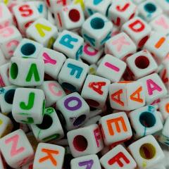 Miçanga Quadrada - Letras Coloridas Sortidas - 6mm - C/100g - Cód GXR-119