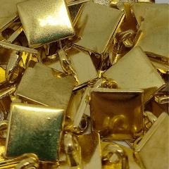 """Botão Metal Pezinho - Quadrado Dourado - Modinha - Tam 22""""/13,97mm - C/50und"""